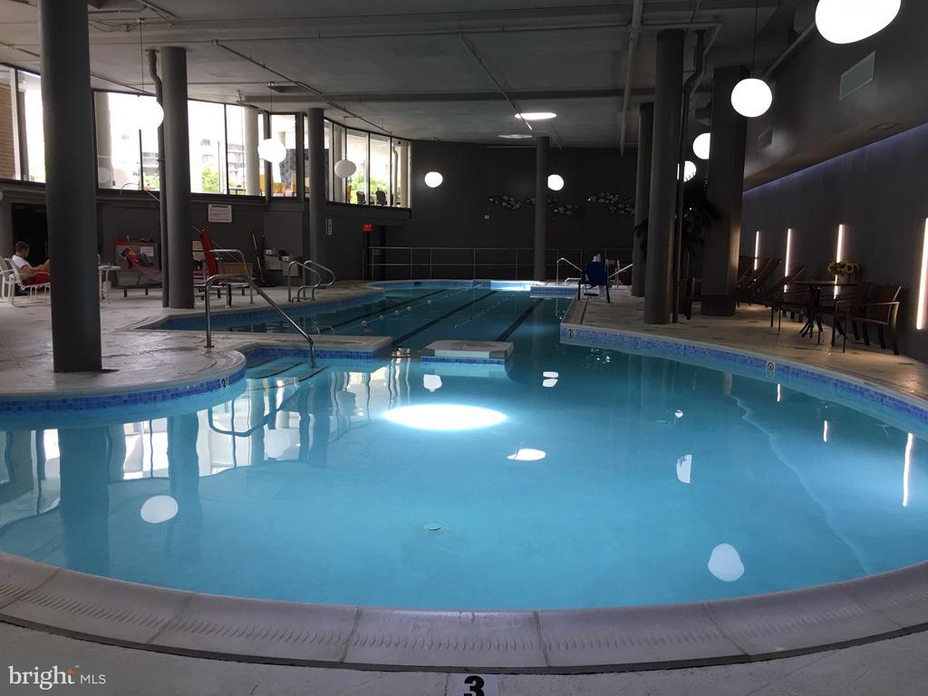 Greensboro indoor pool photo 2 - 8340 GREENSBORO DR #814, MCLEAN