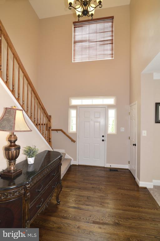 2-story foyer, with remote-controlled blinds! - 1308 FEATHERSTONE LN NE, LEESBURG