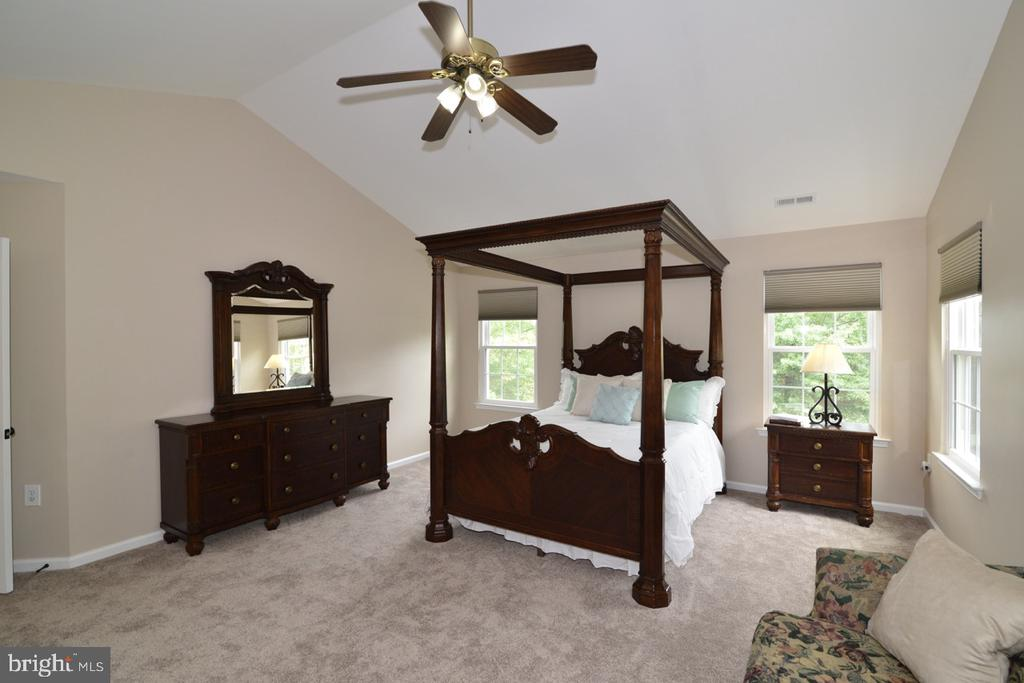 Plenty of space for furniture... - 1308 FEATHERSTONE LN NE, LEESBURG