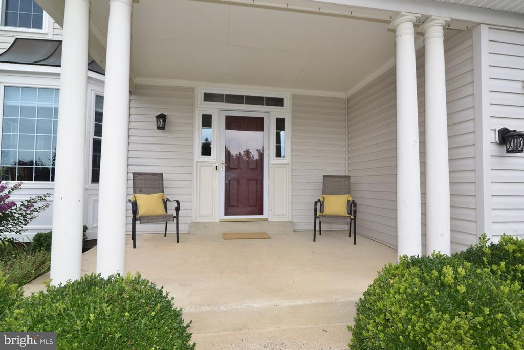 Huge front porch, perfect for morning coffee! - 1308 FEATHERSTONE LN NE, LEESBURG