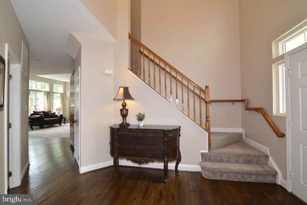 Lovely foyer with refinished hardwood floors. - 1308 FEATHERSTONE LN NE, LEESBURG