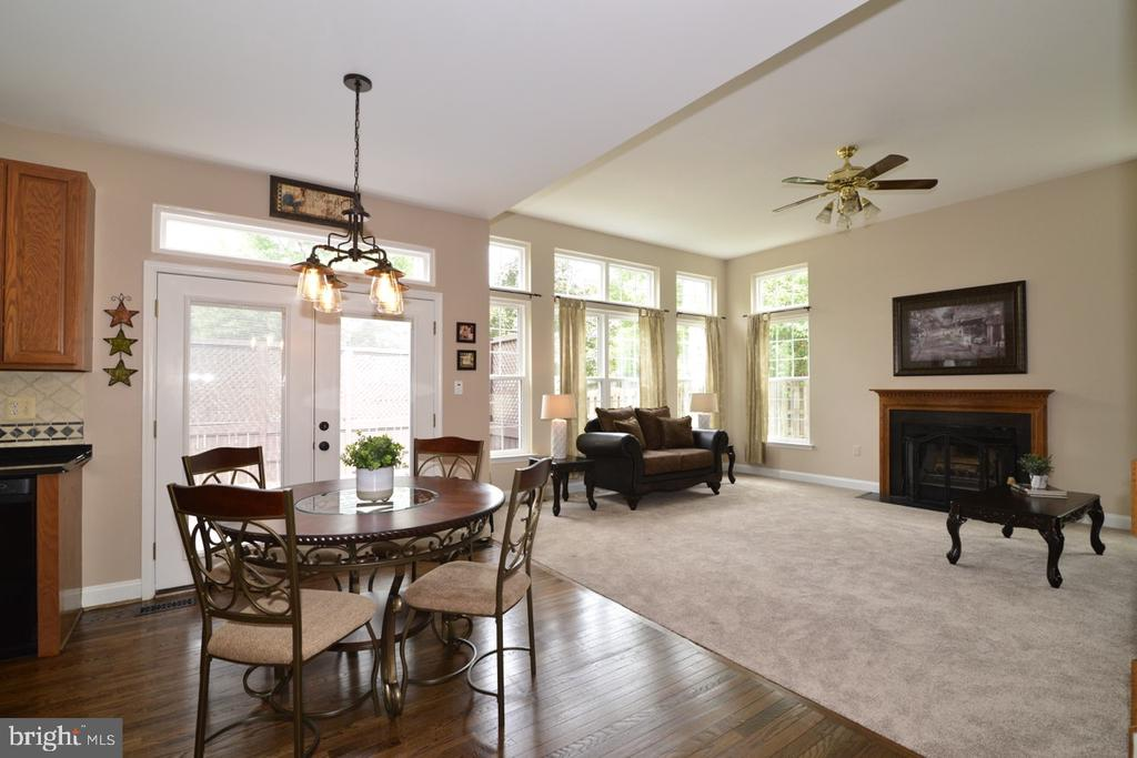 Family room opens into breakfast room and kitchen. - 1308 FEATHERSTONE LN NE, LEESBURG