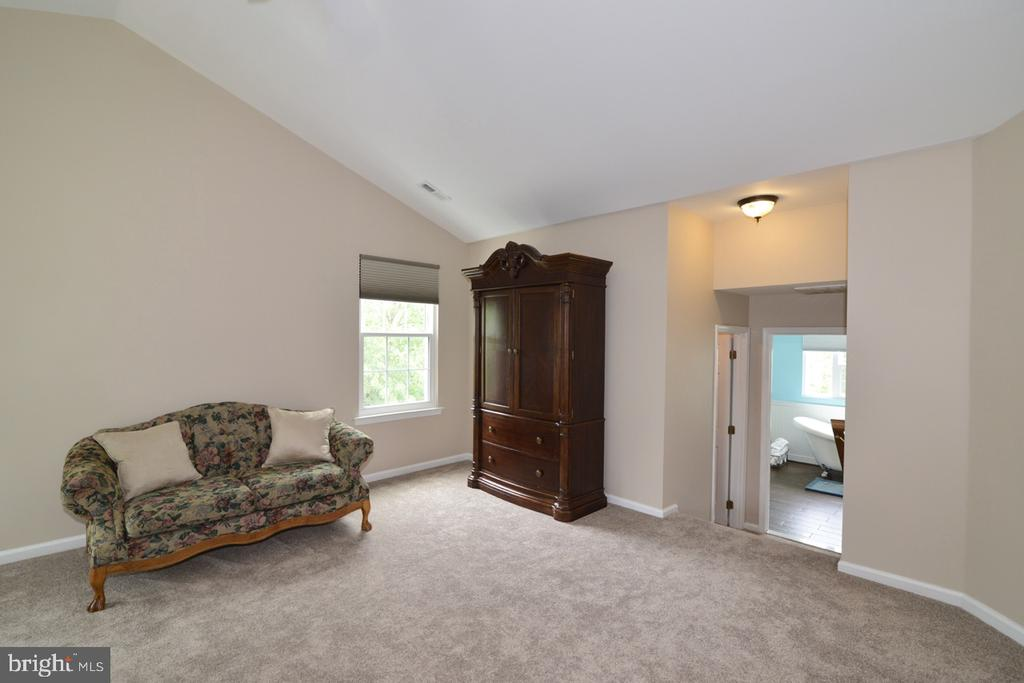 ...and for a sitting area! - 1308 FEATHERSTONE LN NE, LEESBURG