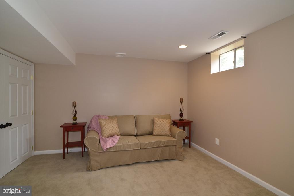 Optional 5th bedroom or den - 1308 FEATHERSTONE LN NE, LEESBURG