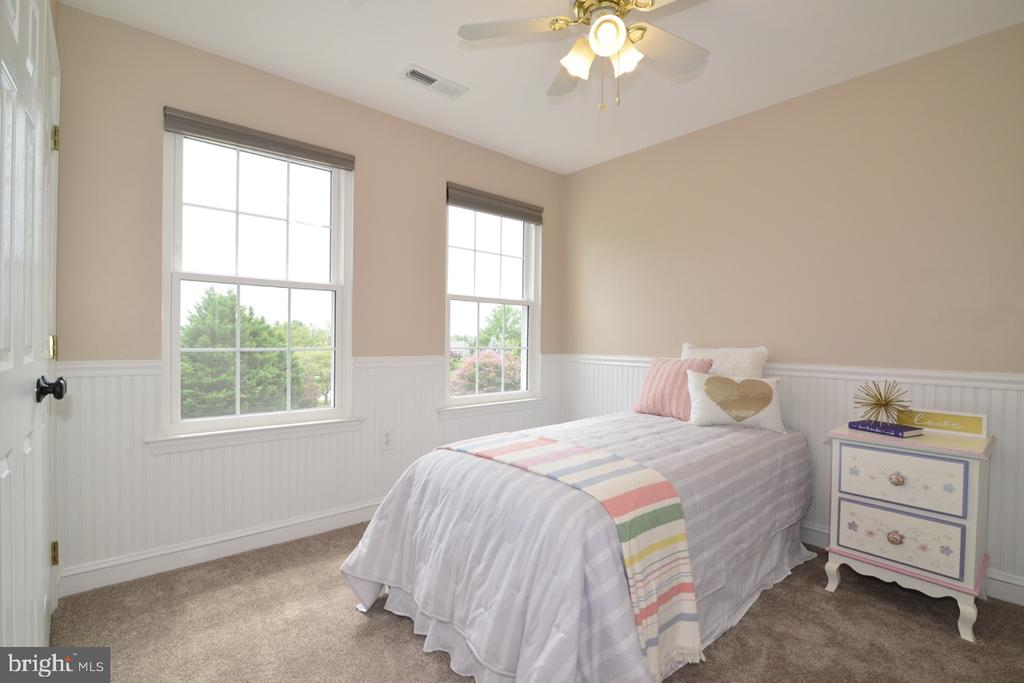 Beautiful third bedroom with beadboard paneling. - 1308 FEATHERSTONE LN NE, LEESBURG