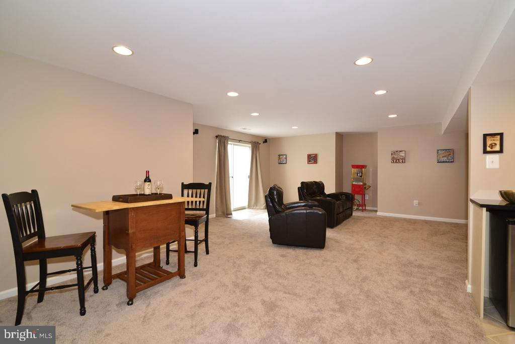 Fully finished basement with new carpet - 1308 FEATHERSTONE LN NE, LEESBURG
