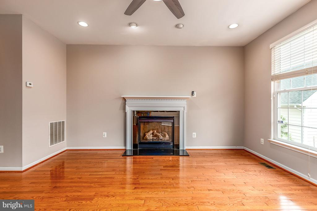 Family Room Off Kitchen with Cozy  Fireplace - 42476 MANDOLIN ST, CHANTILLY