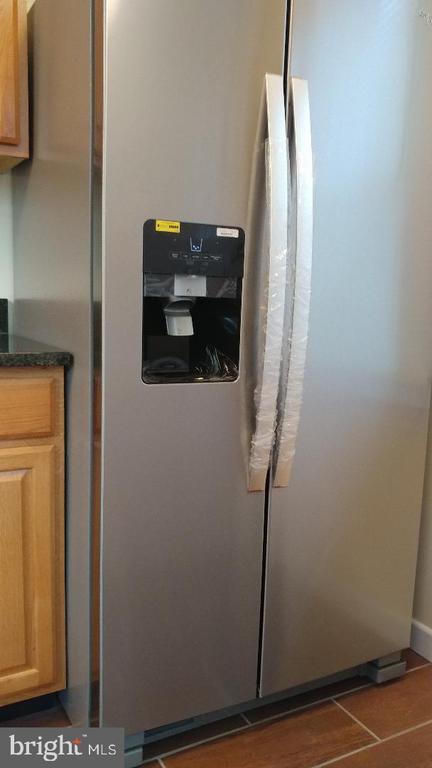 Refrigerator - 4214 71ST AVE, HYATTSVILLE