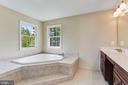 Large Corner Soaking Tub - 20141 BLACKWOLF RUN PL, ASHBURN
