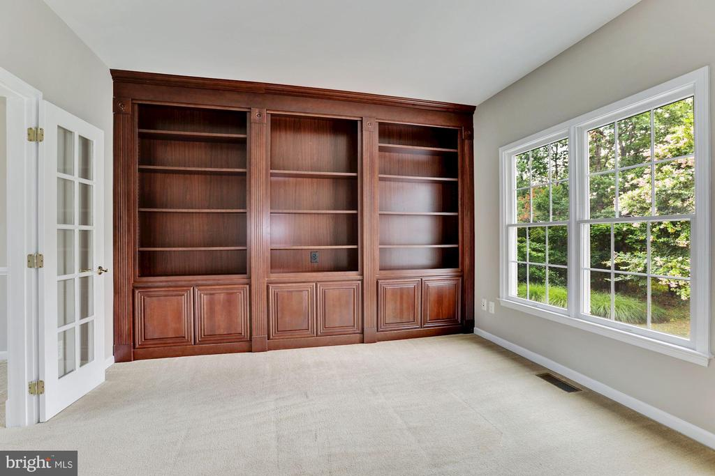 Study with  Built In Bookcase - 20141 BLACKWOLF RUN PL, ASHBURN