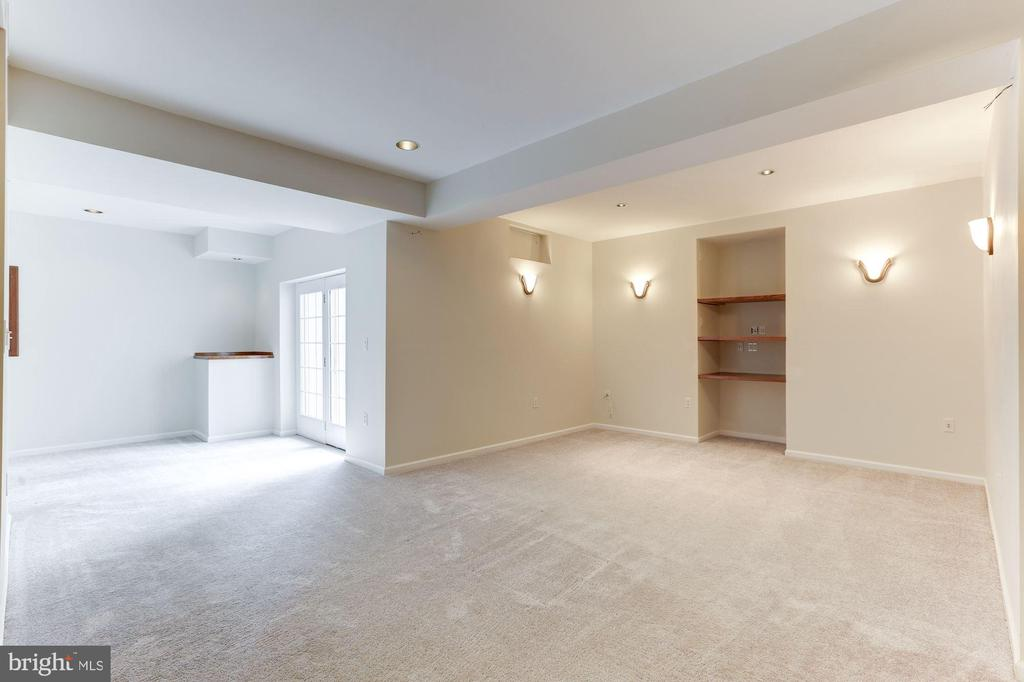 Basement Has Lots of Light - 20141 BLACKWOLF RUN PL, ASHBURN