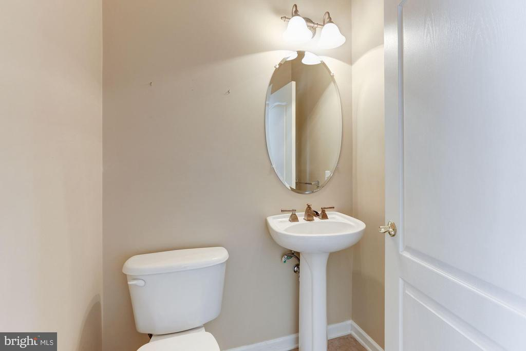 Main Floor Powder Room - 20141 BLACKWOLF RUN PL, ASHBURN