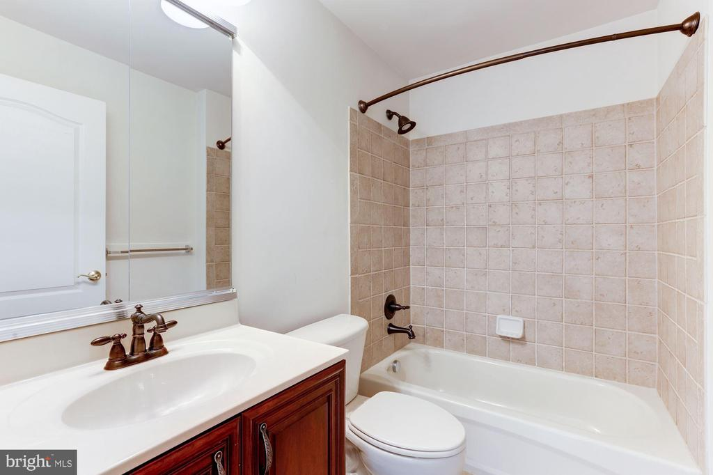 En Suite Bath - 20141 BLACKWOLF RUN PL, ASHBURN