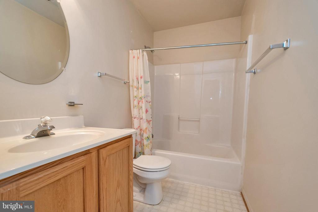 Full bath in basement - 4338 NORMANDY CT, FREDERICKSBURG