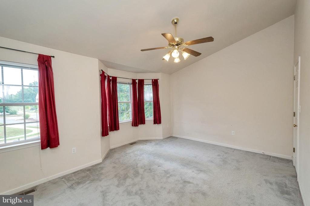 vaulted ceiling - 4338 NORMANDY CT, FREDERICKSBURG