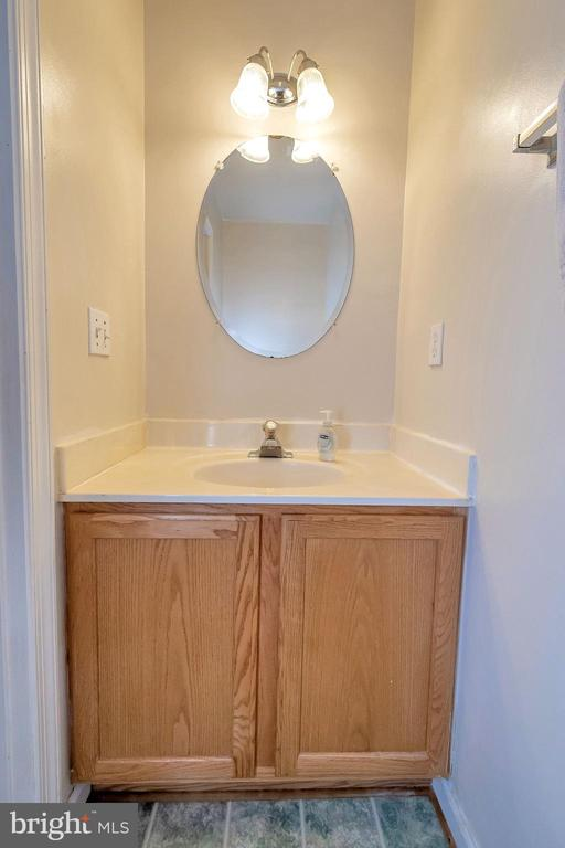Half bath main floor - 4338 NORMANDY CT, FREDERICKSBURG