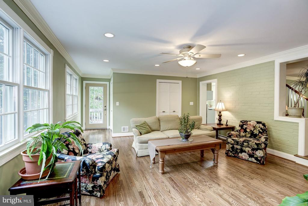 Light and Bright Family Room, view to back door - 4838 1ST ST S, ARLINGTON