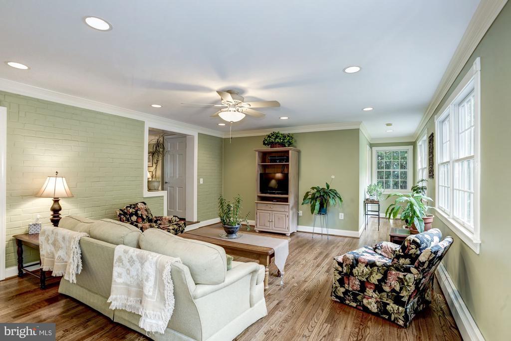 Light and Bright Family Room - 4838 1ST ST S, ARLINGTON