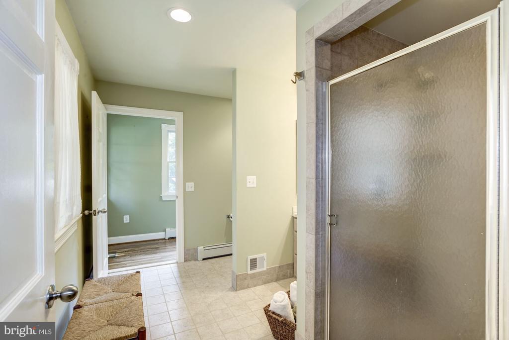 Main level master bathroom 2 - 4838 1ST ST S, ARLINGTON