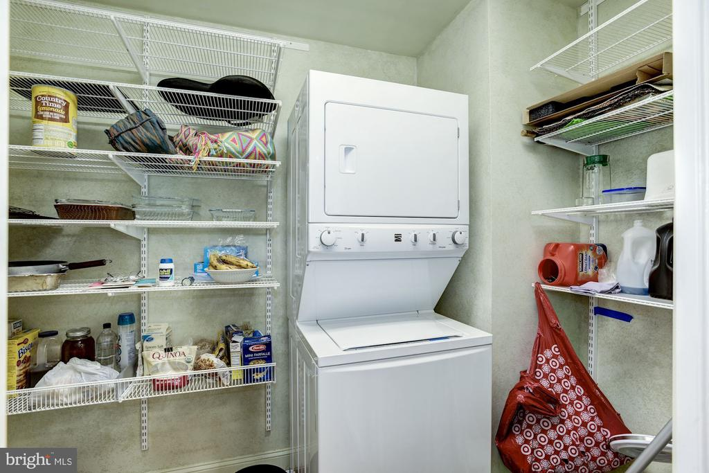 Main level pantry w/laundry hook up for stackable - 4838 1ST ST S, ARLINGTON
