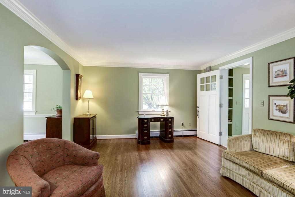 Living rm, dining archway on left, entry on right - 4838 1ST ST S, ARLINGTON