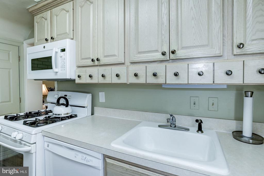 Customized drawers to aid in kitchen efficiency - 4838 1ST ST S, ARLINGTON