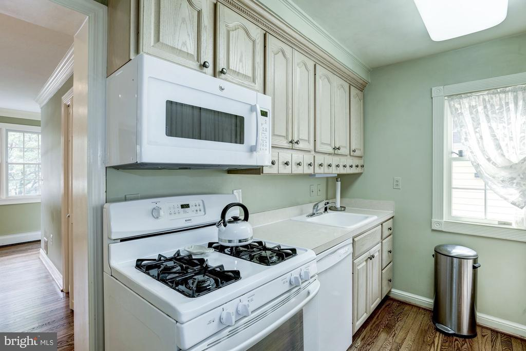 Galley Kitchen w/Custom Cabinetry to maximum space - 4838 1ST ST S, ARLINGTON