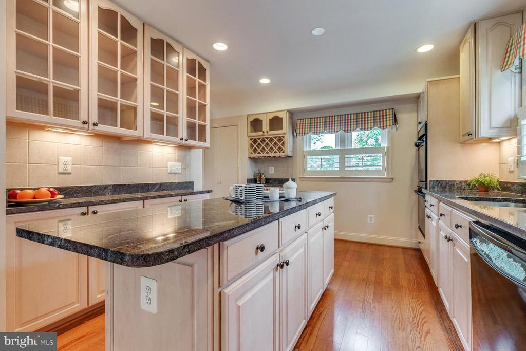 Michael Nash designed kitchen - 10506 NORMAN AVE, FAIRFAX