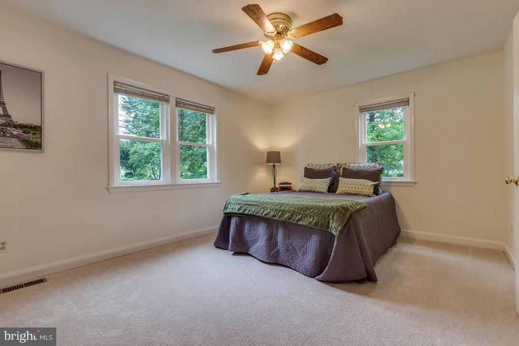 Lots of light in master bedroom - 10506 NORMAN AVE, FAIRFAX