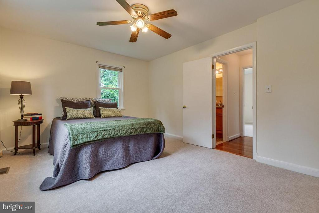 Master bedroom with two closets - 10506 NORMAN AVE, FAIRFAX