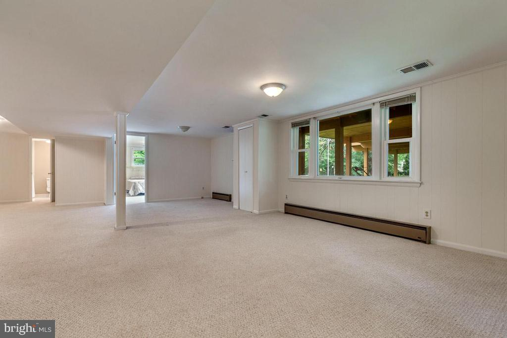 Finished basement; 1-car garage and yard access - 10506 NORMAN AVE, FAIRFAX