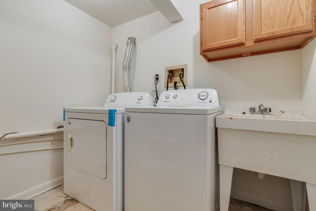 Lower level full-sized laundry - 10506 NORMAN AVE, FAIRFAX
