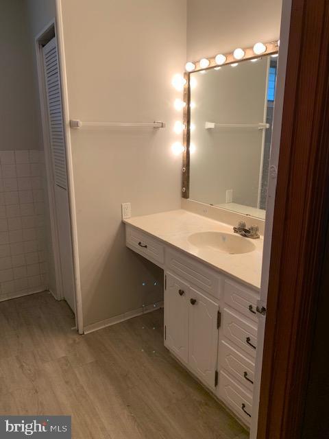 Main Guest Bath - 9714 BRENTSVILLE RD, MANASSAS