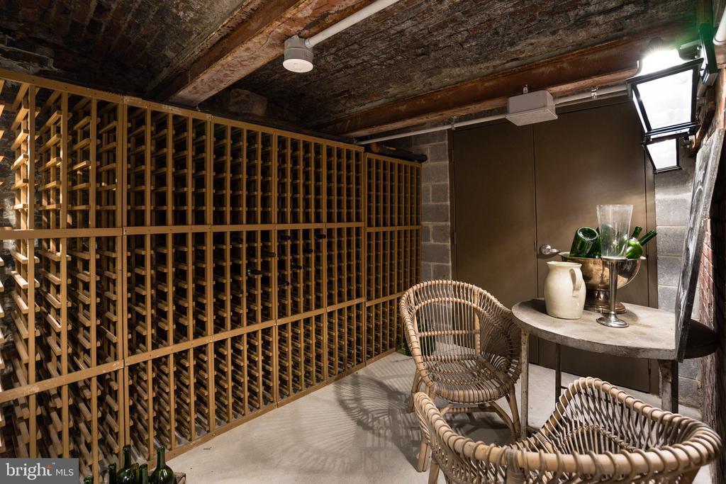 Wine room - 609 MARYLAND AVE NE #6, WASHINGTON