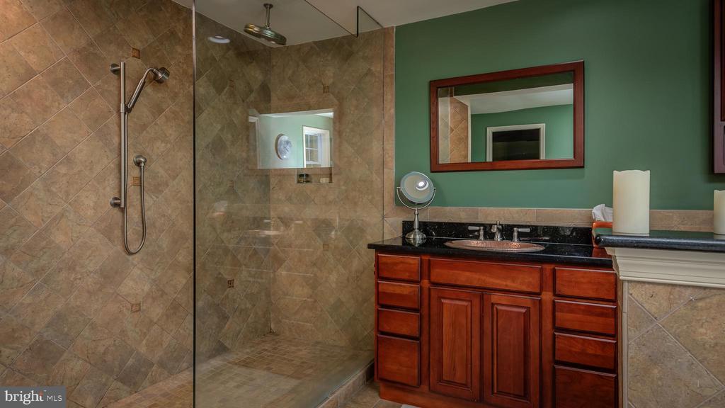 Master Bathroom-Main Level  (Walk-in Shower) - 38978 GOOSE CREEK LN, LEESBURG
