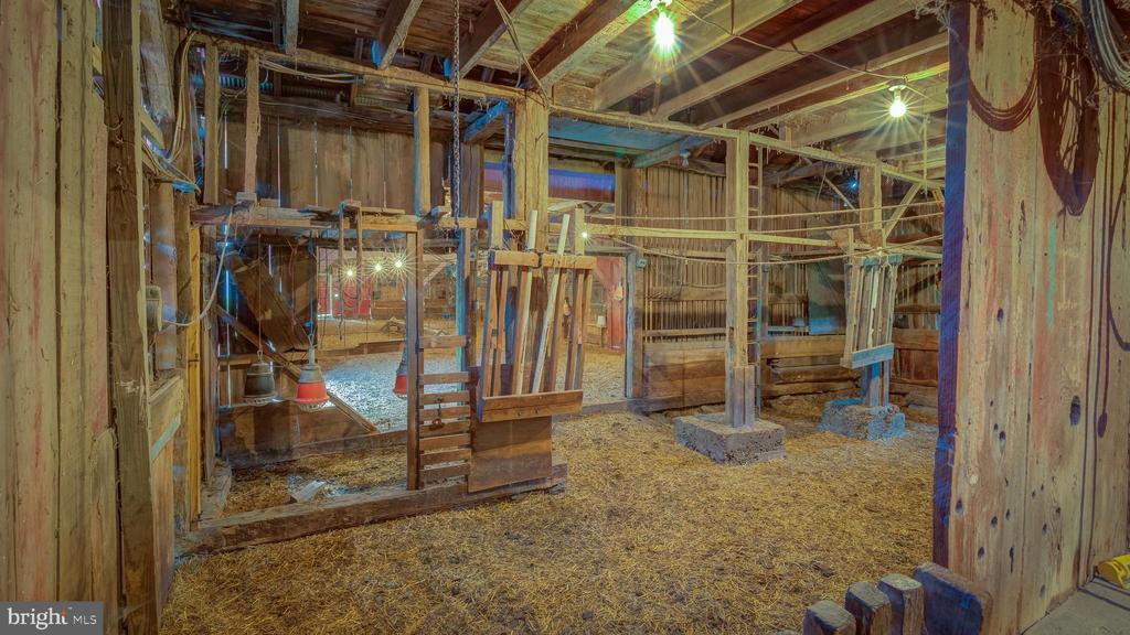 Interior Barn View - 38978 GOOSE CREEK LN, LEESBURG