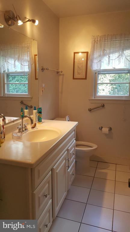 Full bath- upper level 1 - 6216 STONEHAM RD, BETHESDA