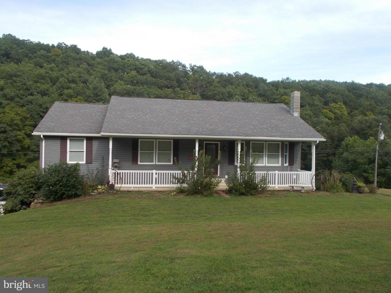 Single Family Homes para Venda às New Creek, West Virginia 26743 Estados Unidos