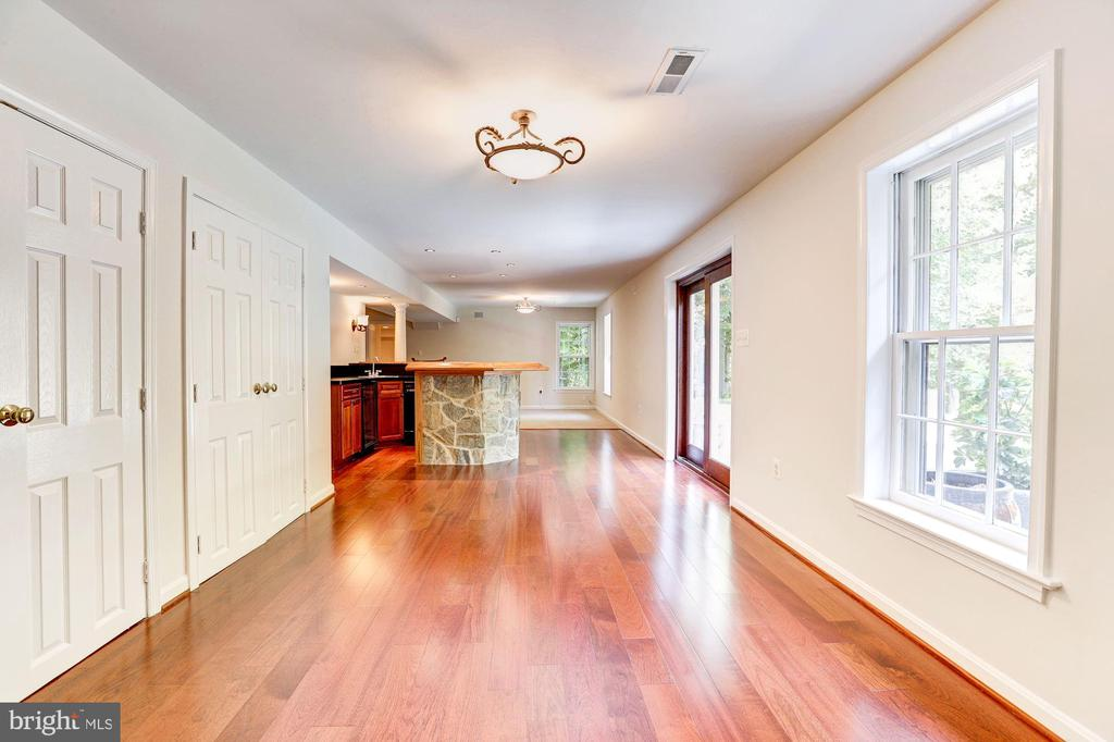 Hardwood Flooring and Walk-out to Patio - 8333 ARGENT CIR, FAIRFAX STATION