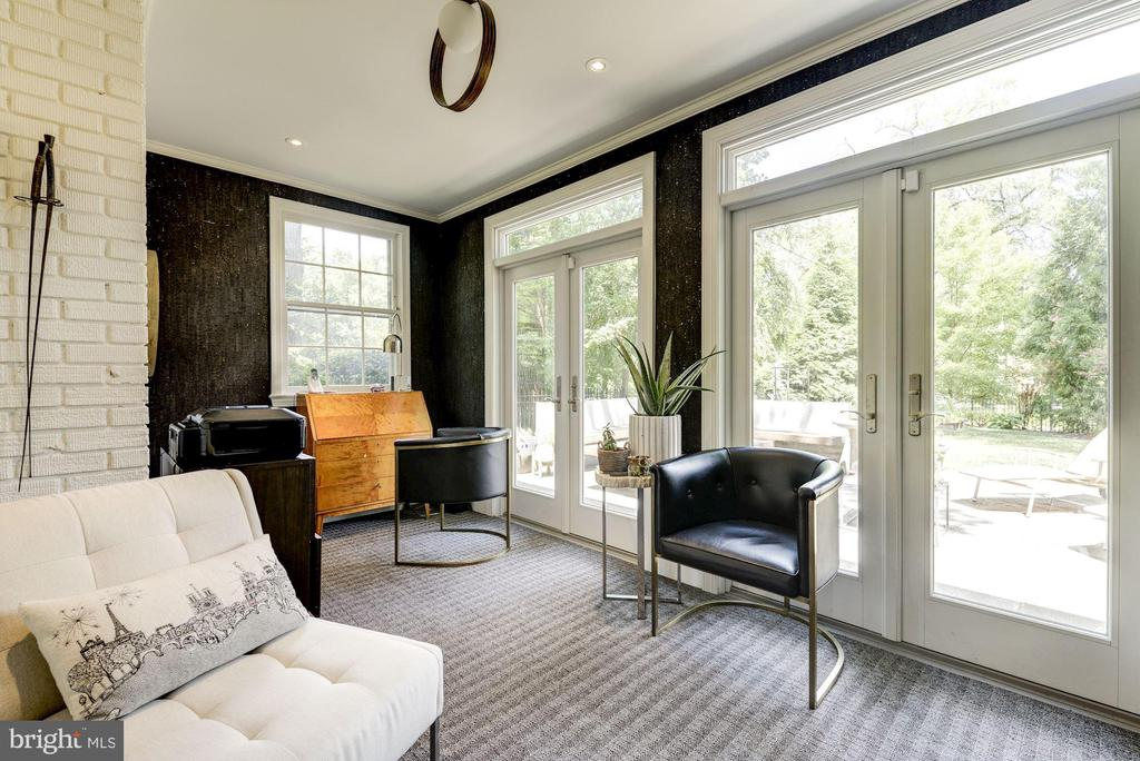 Sunroom/office with access to outdoor patio - 3610 QUEBEC ST NW, WASHINGTON