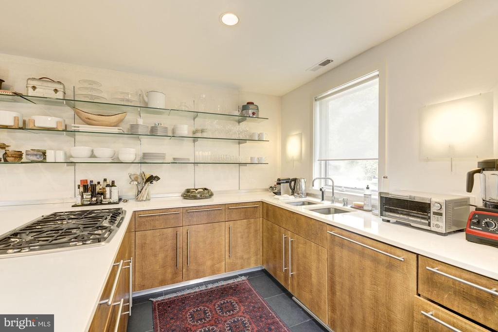 Gourmet kitchen with loads of light - 3610 QUEBEC ST NW, WASHINGTON