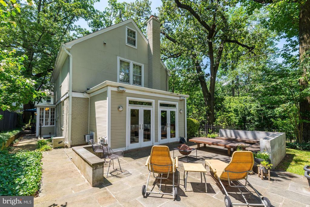 Hardscape and built-ins on back patio - 3610 QUEBEC ST NW, WASHINGTON