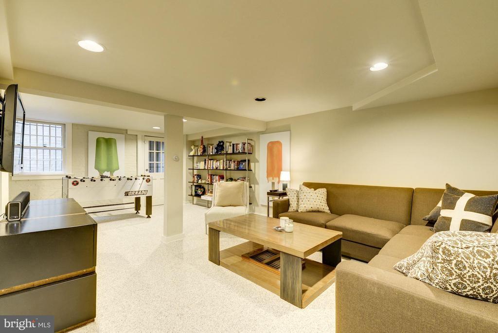 Large finished basement with separate entry - 3610 QUEBEC ST NW, WASHINGTON