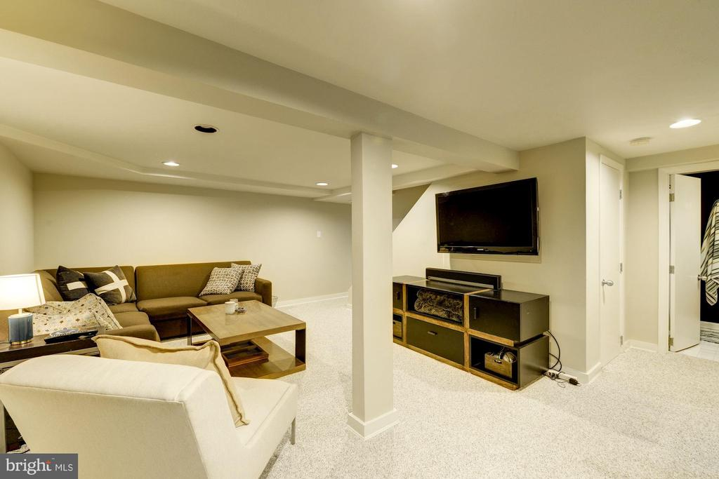 Large finished basement with recessed lighting - 3610 QUEBEC ST NW, WASHINGTON