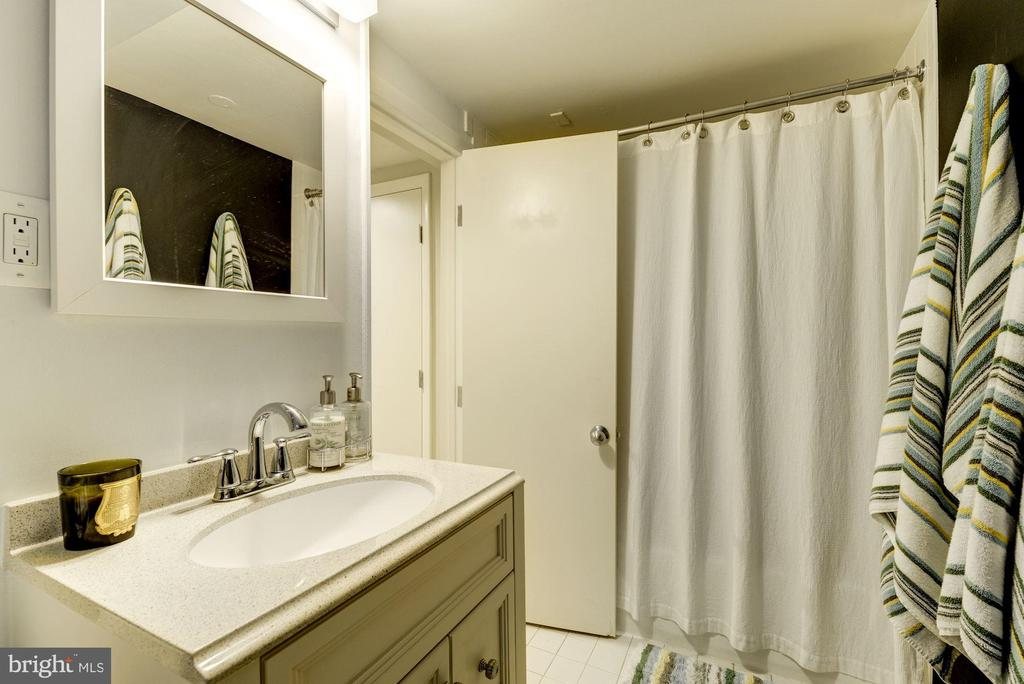 Full bath in basement - 3610 QUEBEC ST NW, WASHINGTON
