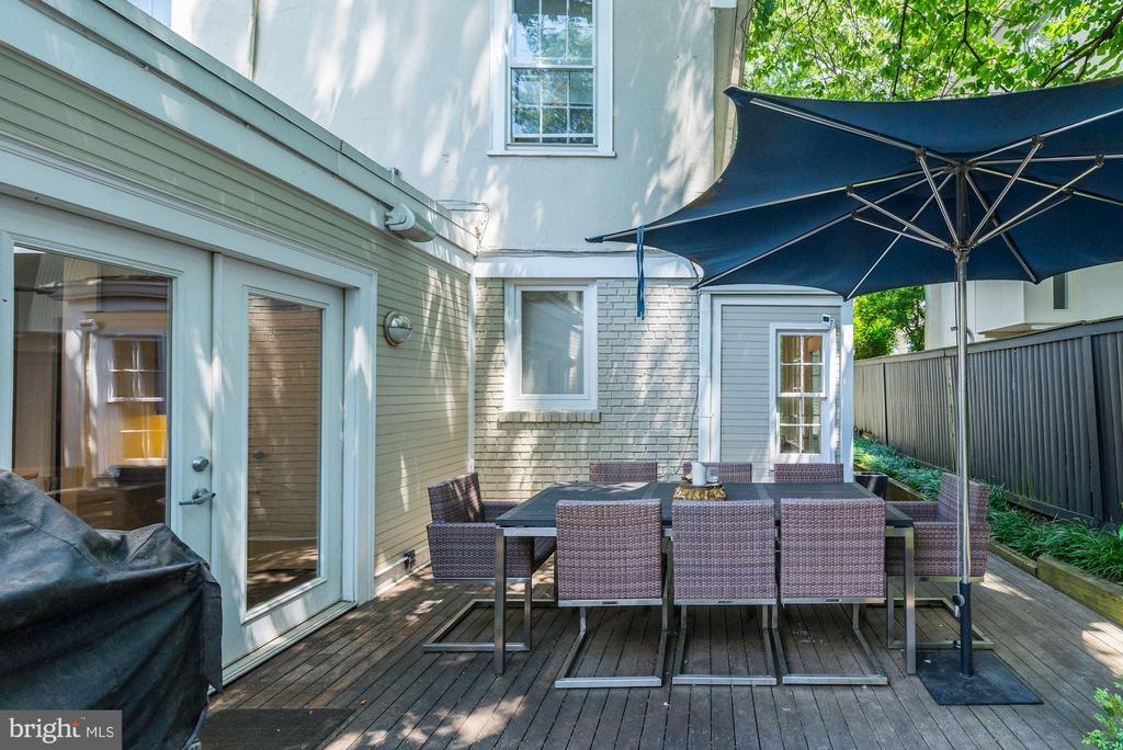 Patio off of kitchen with walkway to side yard - 3610 QUEBEC ST NW, WASHINGTON