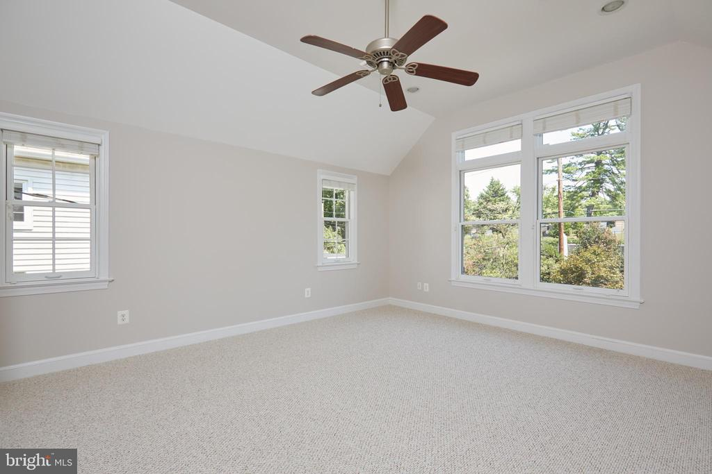 Master Bedroom  Empty Overview - 129 N OAKLAND ST, ARLINGTON