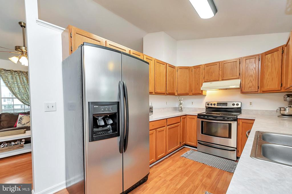 Stainless Steel Appliances in Kitchen - 11800 ASHWOOD CT, LOCUST GROVE