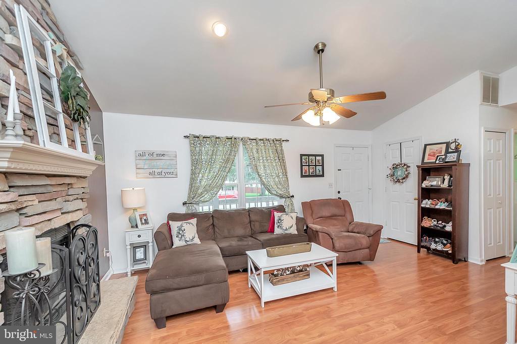 Living Room to Front Door - 11800 ASHWOOD CT, LOCUST GROVE