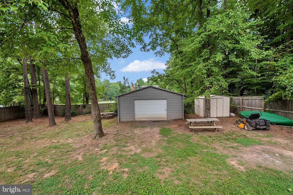 Fully Fenced Back Yard w/ 20x20 Detached Garage - 11800 ASHWOOD CT, LOCUST GROVE